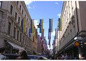 Głowny deptak Sztokholmu jest zamknięty dla samochodów, przyjazny turystom.